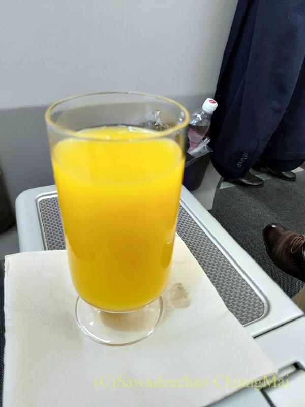 キャセイドラゴン航空KA232便のビジネスクラスで出たウエルカムドリンク