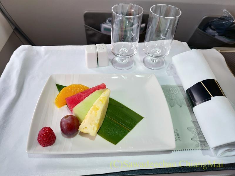 キャセイドラゴン航空KA232便のビジネスクラスで出たフルーツ
