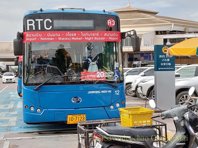 チェンマイ空港の市内行き乗り合いバス