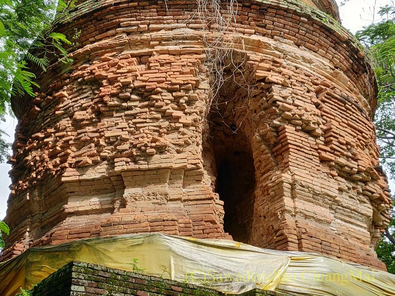チェンマイ市内にある廃寺ワットパンサオの仏塔の壊れた部分