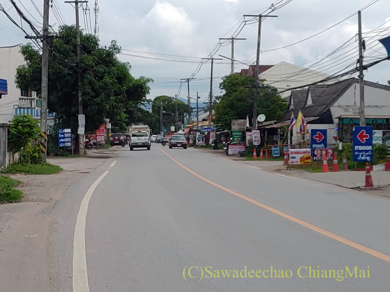 チェンマイの国道1367号線のサンサーイ付近