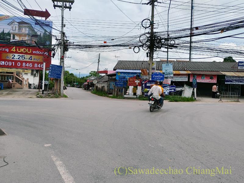 チェンマイ郊外サンサーイのパームアット交差点