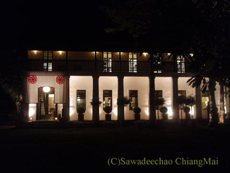 チェンマイの高級ホテル、ラチャマンカの夜の館内