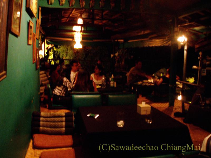 チェンマイのレストラン、フアンスンタリーウェチャーノンの2階席