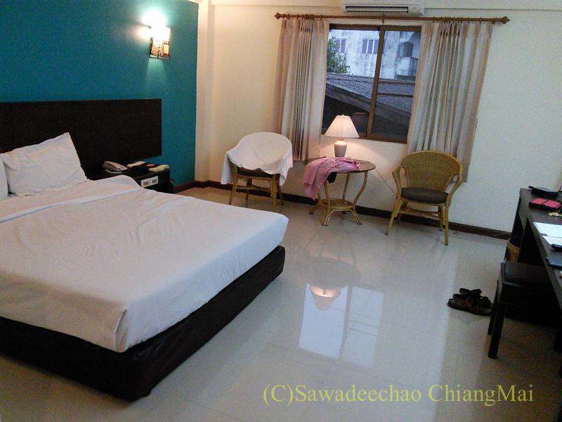 タイのチェンラーイにある中級ホテル、ナークナカラホテルの客室概観