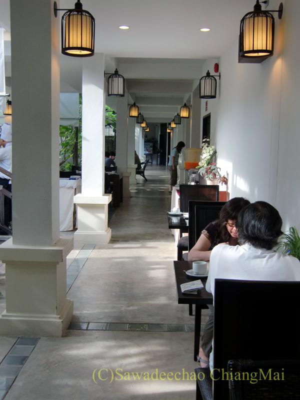 チェンマイの高級ブティックホテル、ボディセリーンの朝食会場