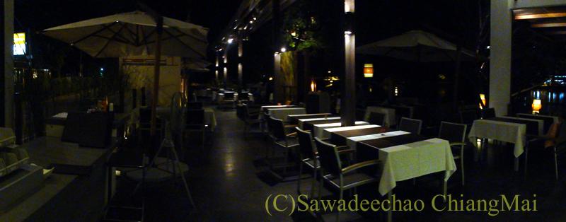 チェンマイのフュージョン料理レストラン、Deck1の店内概観