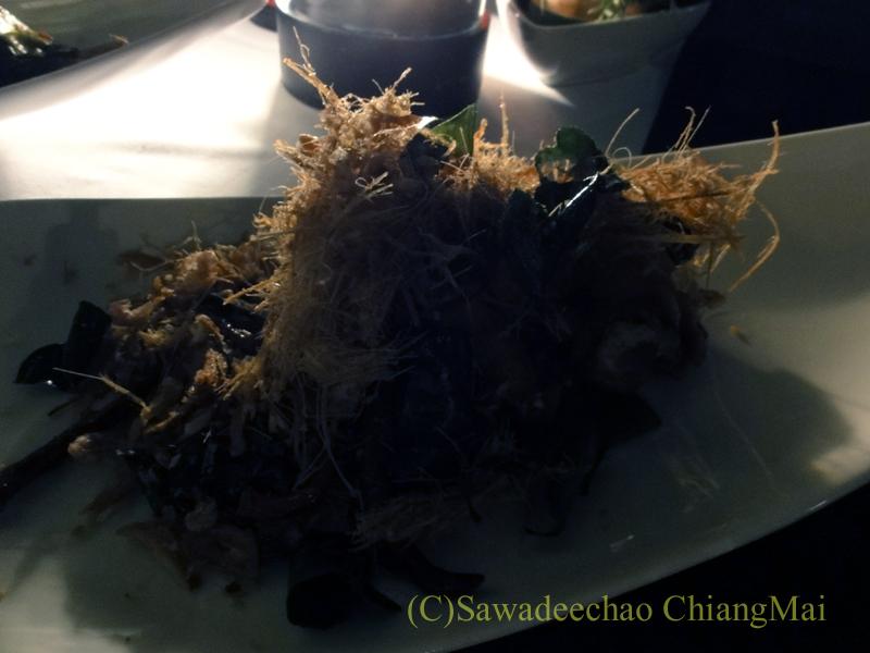 チェンマイのフュージョン料理レストラン、Deck1のガイトートサムンプライ
