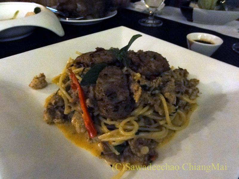 チェンマイのフュージョン料理レストラン、Deck1のスパゲティサイウア