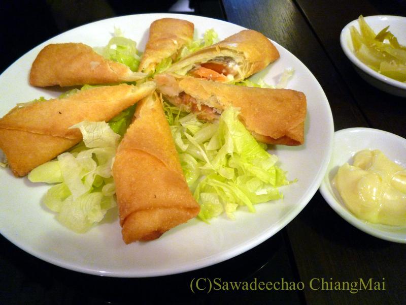 チェンマイの高級中華レストラン、ヤンツージャン(揚子江)のサーモン春巻き