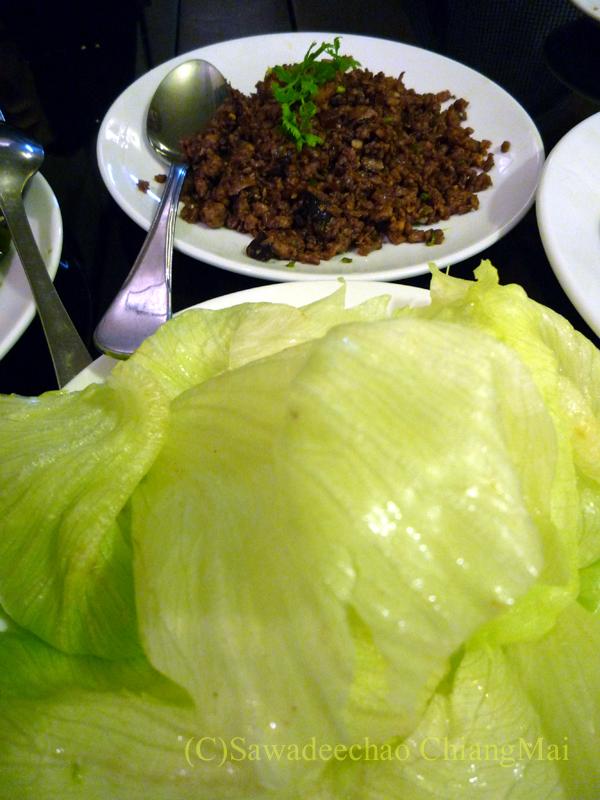 チェンマイの高級中華レストラン、ヤンツージャン(揚子江)の北京ダックの肉のそぼろ炒め