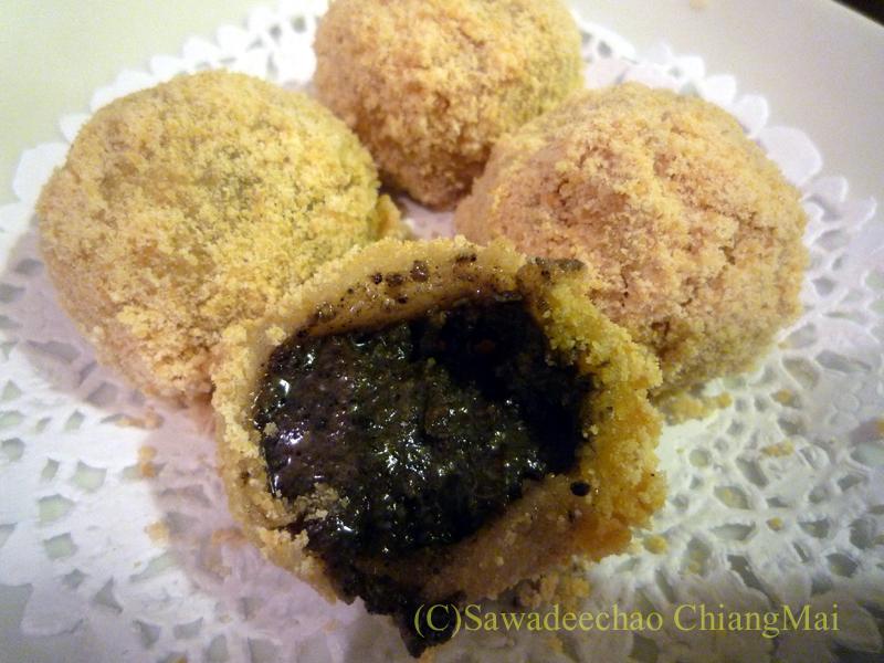 チェンマイの高級中華レストラン、ヤンツージャン(揚子江)のゴマ団子