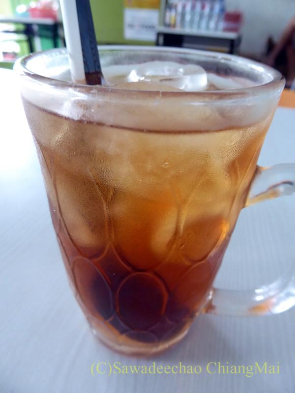 インドネシア、ソロの街の食堂で飲んだジャワティー