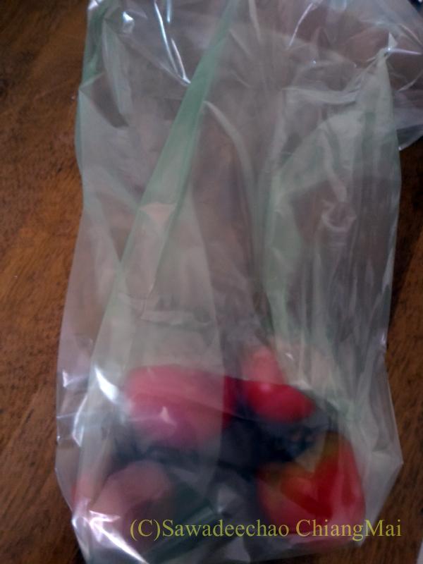 チェンマイで使っている野菜鮮度保持袋「愛菜果」に野菜を入れたところ