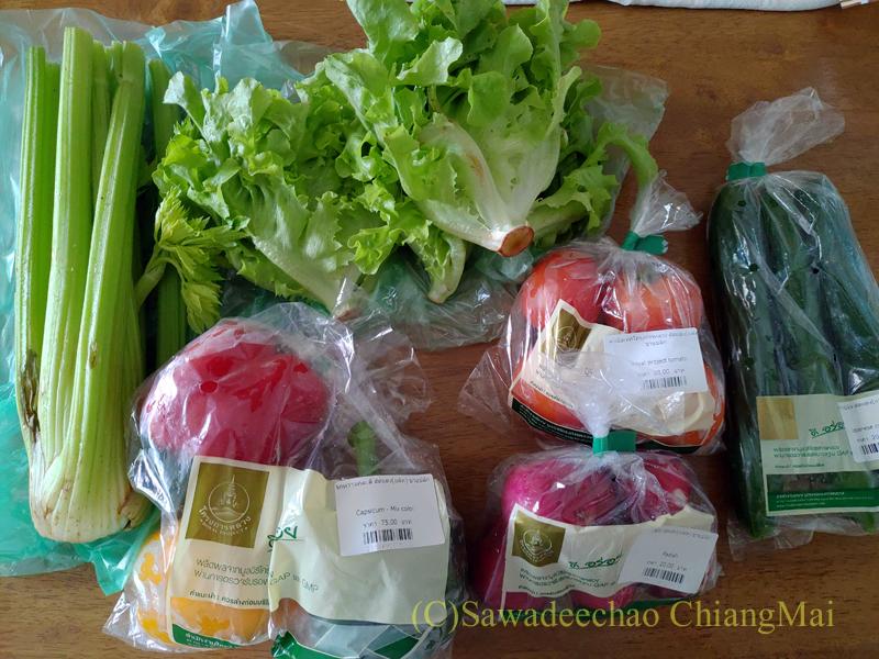 チェンマイのロイヤルプロジェクトショップで購入した野菜類