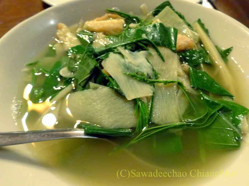 チェンマイの高級北タイ料理レストラン、ルアンカムインのゲーンノーマイドーン