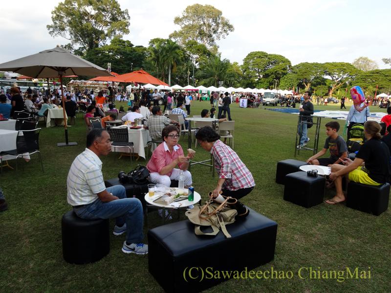 チェンマイのタイランドインターナショナルバルーンフェスティバルの飲食スペース