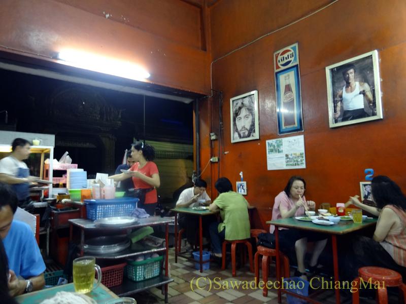 チェンマイ市内中心部にあるお粥の店デーン2の店内