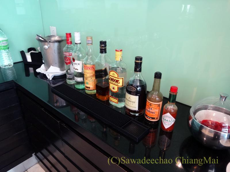 クアラルンプール空港のタイ航空ラウンジの酒類