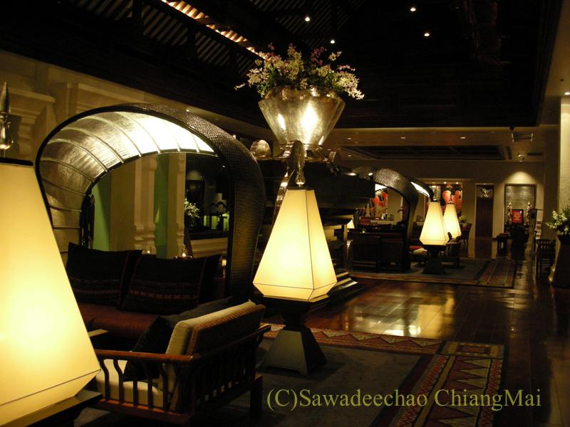 チェンマイのホテル、ラティラーンナーリバーサイドスパリゾートのロビー