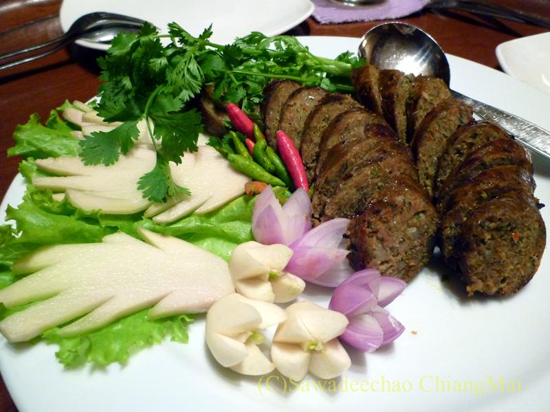 チェンマイの高級北タイ料理レストラン、ルアンカムインのサイウア