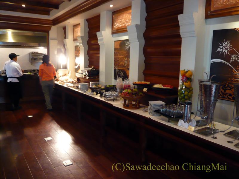 チェンマイのホテル、ラティラーンナーリバーサイドスパリゾートの朝食コーナー