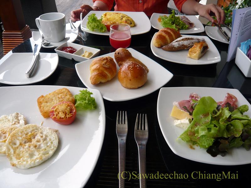 チェンマイのホテル、ラティラーンナーリバーサイドスパリゾートの朝食