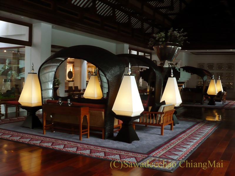 チェンマイのホテル、ラティラーンナーリバーサイドスパリゾートの銀のロビー
