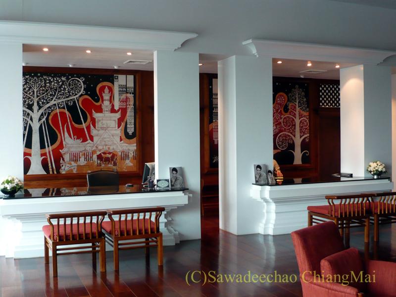 チェンマイのホテル、ラティラーンナーリバーサイドスパリゾートのフロント