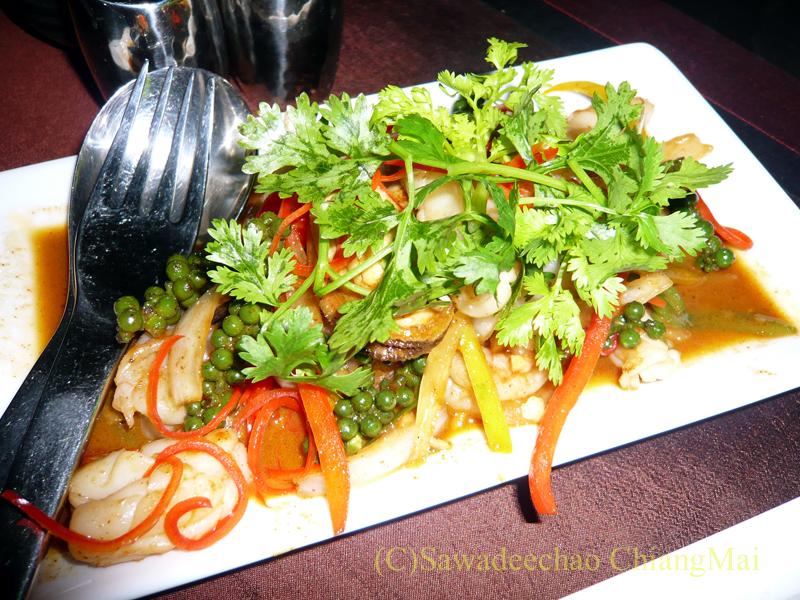チェンマイのホテル、ラティラーンナーリバーサイドスパリゾートの夕食の炒め物