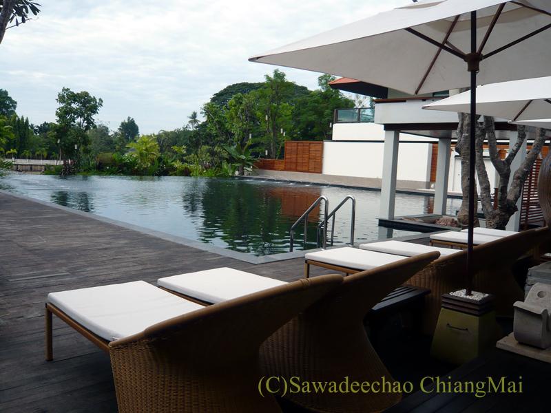 チェンマイのホテル、ラティラーンナーリバーサイドスパリゾートのプール