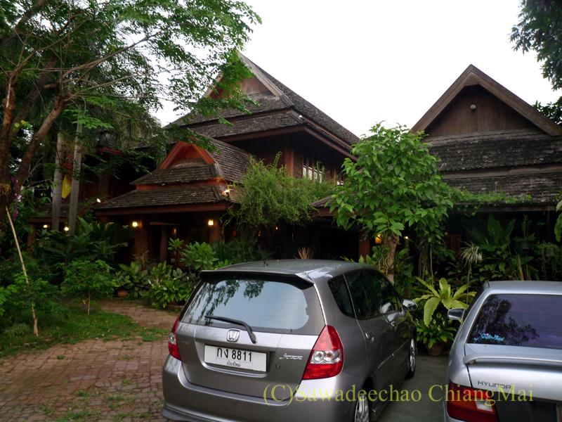 チェンマイの高級北タイ料理レストラン、ルアンカムインの外観