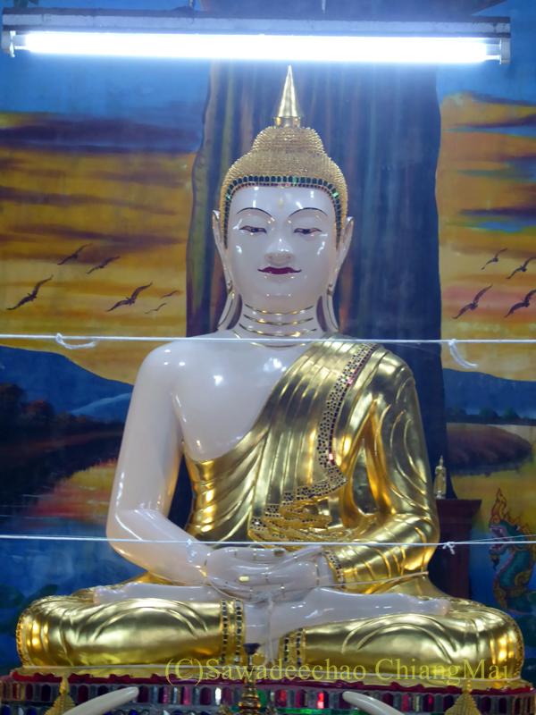 チェンマイにある寺院ワットパーペーンの本尊