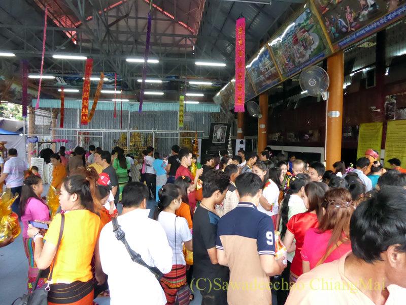 オークパンサーの日のチェンマイの寺院ワットパーパオ