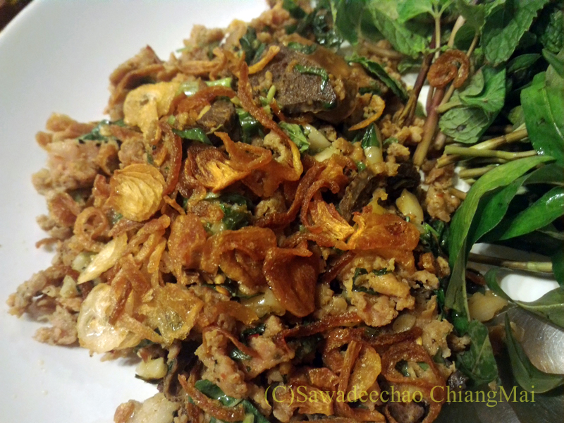 チェンマイの高級北タイ料理レストラン、ルアンカムインのラープコアムアンプレー
