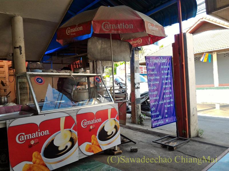 チェンマイのタイ式ビリヤニの店カーオモックガイライラーのキッチン