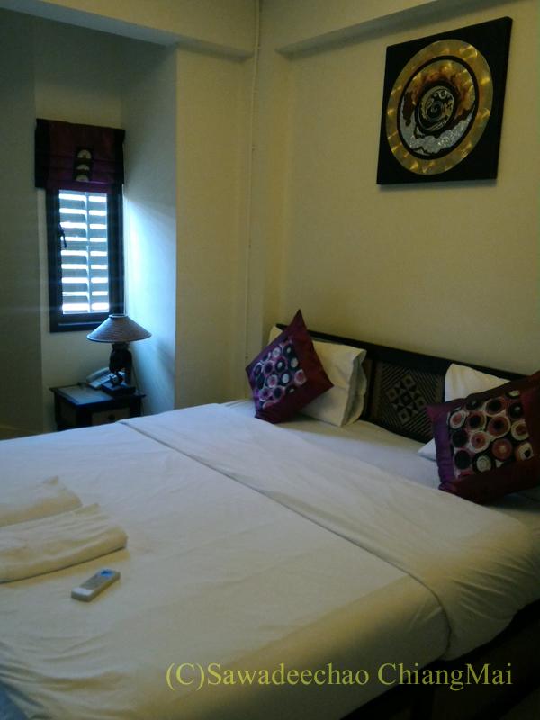 タイのメーサーイにある中級ホテル、バーンゴーンカムの客室概観
