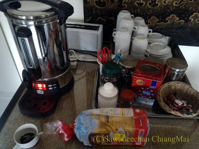 タイのメーサーイにある中級ホテル、バーンゴーンカムの朝食