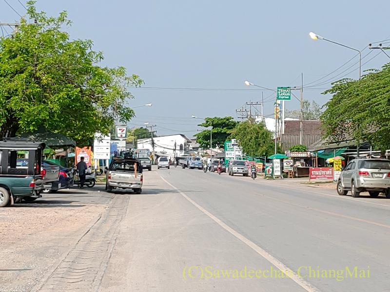 チェンマイ盆地東端のバーンティの街