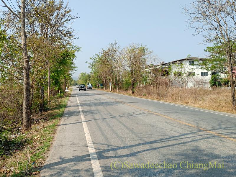 国道1147号線のバーンティの街の南の風景