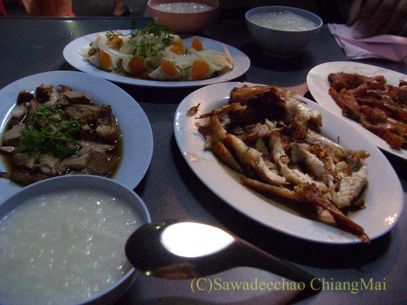 チェンマイ市内中心部にあるお粥の店デーン2