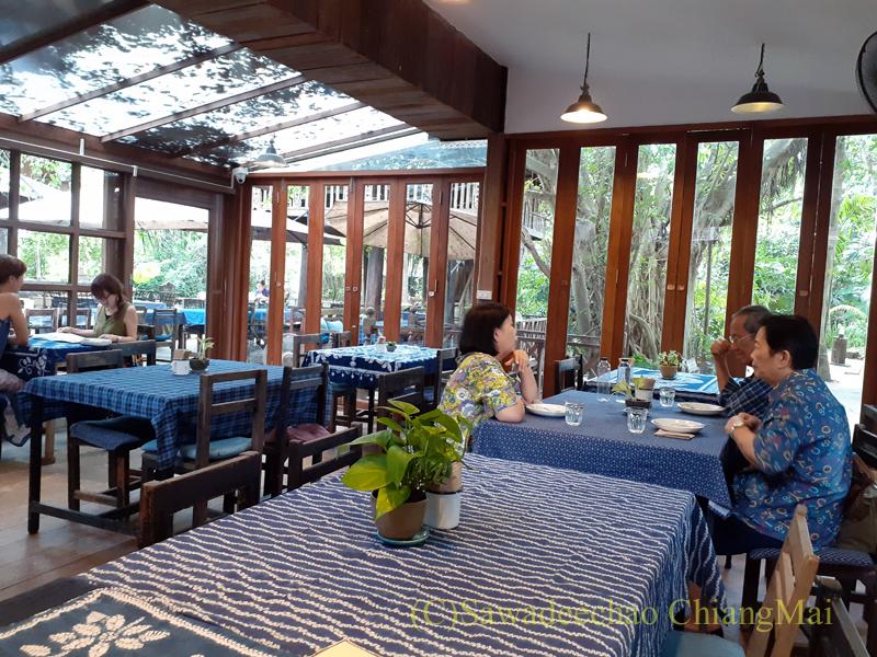 チェンマイのレストラン、ミーナーのエアコンルーム