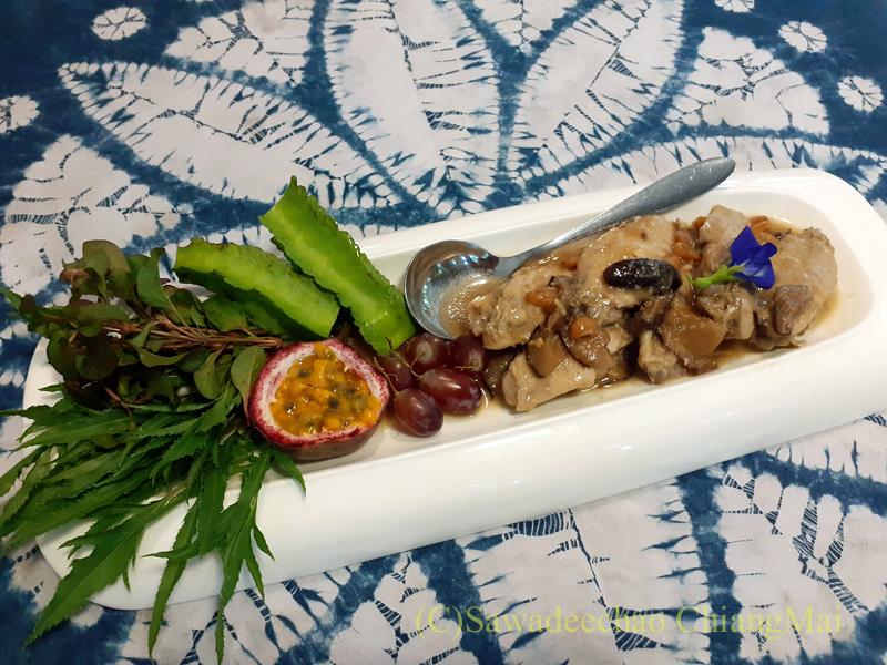 チェンマイの創作タイ料理レストラン、ミーナーのキノコの醤油煮