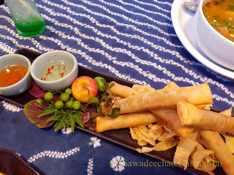 チェンマイの創作タイ料理レストラン、ミーナーの春巻き