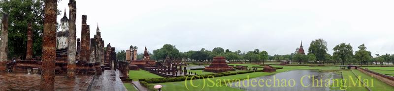 タイのスコータイ遺跡のワットマハータート全景