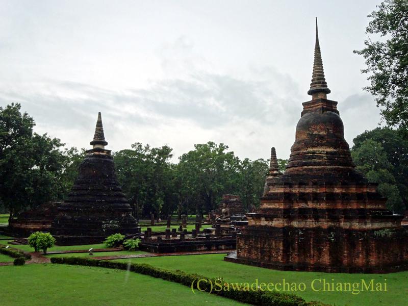 タイのスコータイ遺跡のワットマハータートの仏塔群