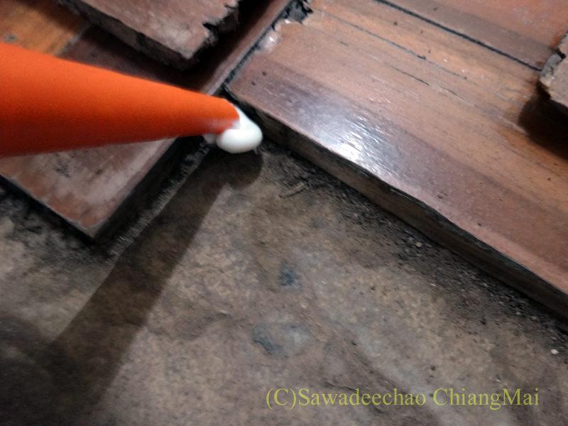チェンマイの自宅の床板がはずれてしまい自力でDIYしてはめ直す