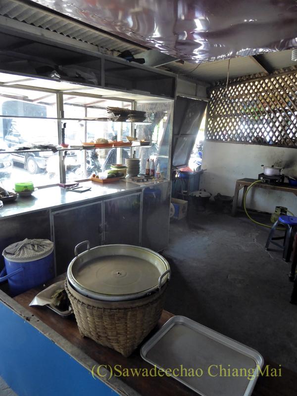 インドネシアのソロ(スラカルタ)にあるテンクレン食堂のキッチン