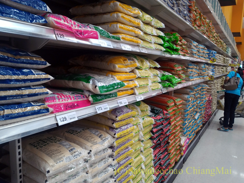 チェンマイのスーパーマーケットの米売り場