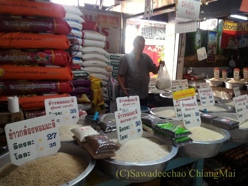 チェンマイのタラート(市場)にある米屋